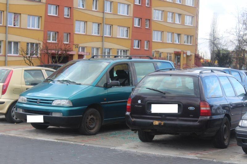dewastacja pojazdów Sokola w Lubinie (1)