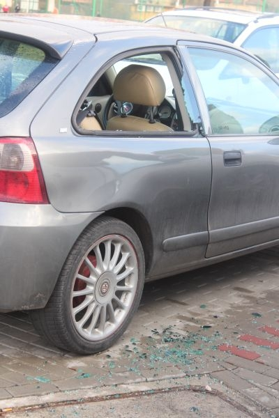 dewastacja pojazdów Sokola w Lubinie (10)