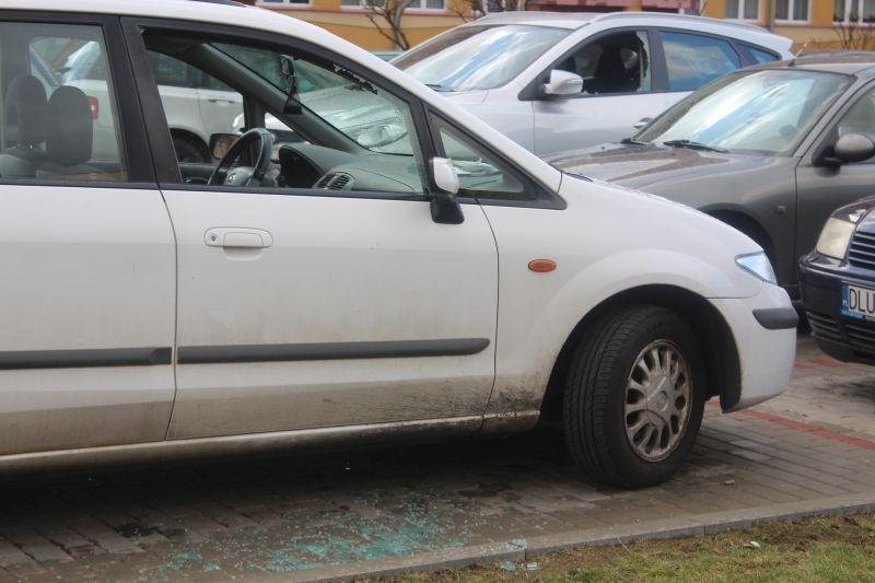 dewastacja pojazdów Sokola w Lubinie (2)