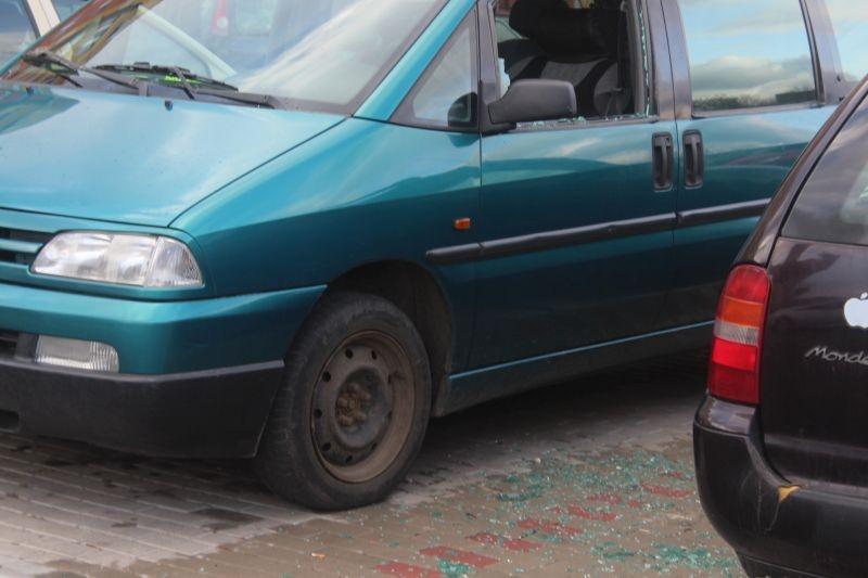 dewastacja pojazdów Sokola w Lubinie (23)