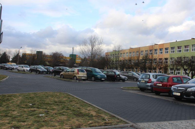 dewastacja pojazdów Sokola w Lubinie (25)