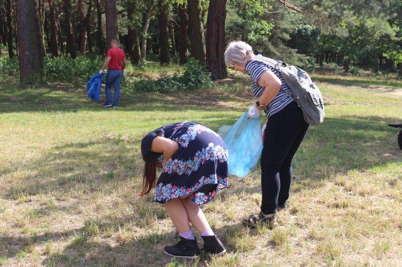 sprzątanie parku (2)