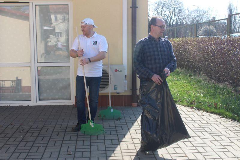 wolontariusze-KGHM-w-lubińskim-hospicjum-1