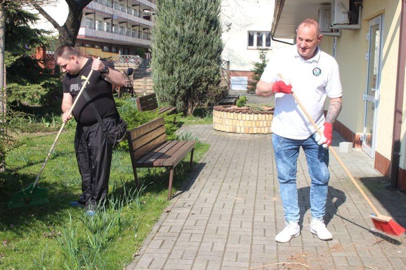 wolontariusze-KGHM-w-lubińskim-hospicjum-3