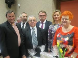 Od lewej stoją: Czesław Niemiec, Krzysztof Lewicki, Tadeusz Kosturek, Tadeusz Kielan, Aneta Tutko i Bogusława Dąbrowska.