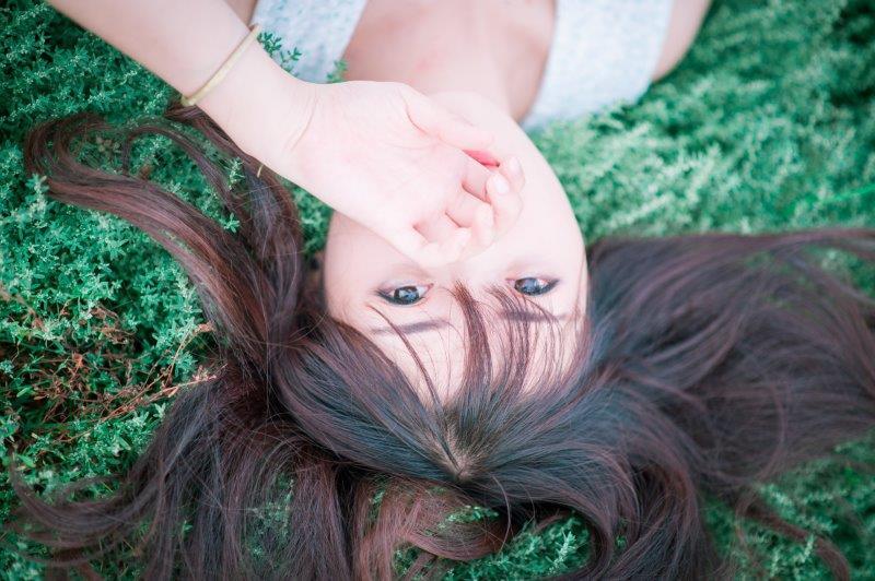 wypadanie włosów i samoistne siniaki